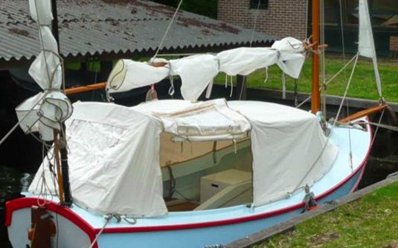 That got me thinking not least because of a picture he posted of a pathfinder u0027Moody blueu0027 which had an interesting boat tent. & Arwenu0027s meanderings: boat tents