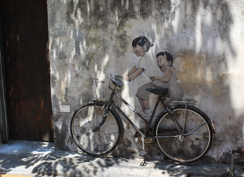 Penang street art - Kids on bicycle - Ernest Zacharevic