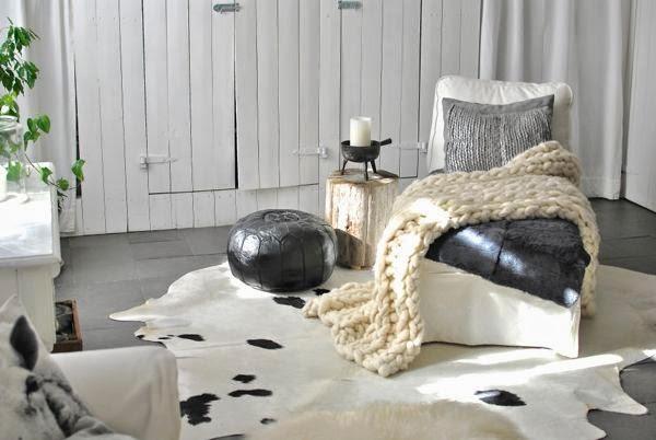 marockansk skinnpuff schäslong kohud modernwool throw vardagsrum trästubbe