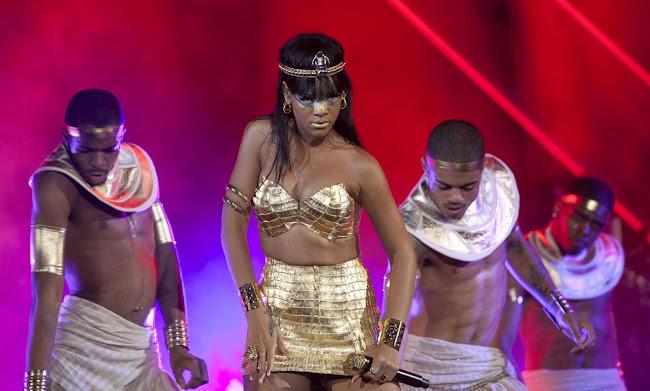 Rihanna Egyptian style performance