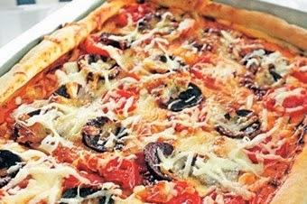 Sucuklu Domatesli Pizza Tarifi