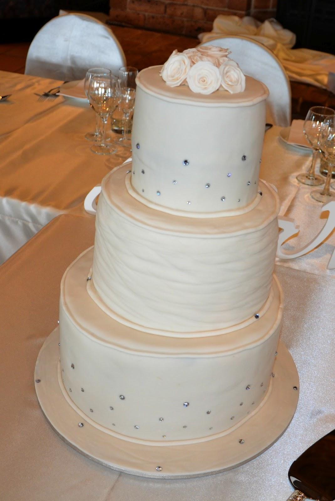 Taylor Made Baking: Susan and Brenden\'s Wedding Cake.