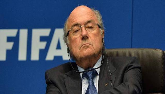 Σήψη και παρακμή στην παράγκα της FIFA: Ποινική δίωξη στον μέγα Μπλάτερ