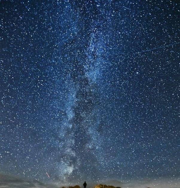Wallpaper Pemandangan Langit Malam