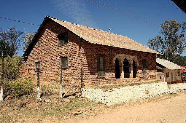 Resultado de imagen para casa de barro huancayo