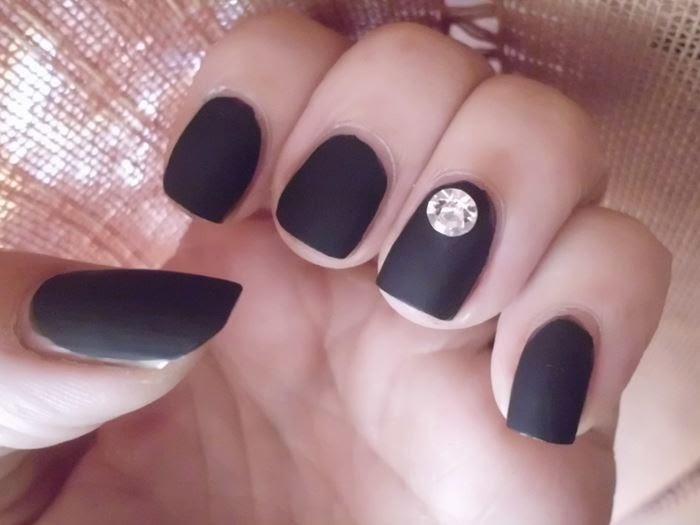 manicura negro mate