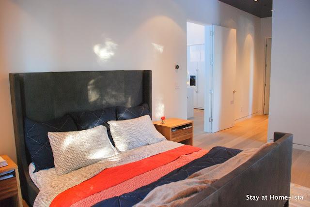 Stayathomeista's modern vacation house master bedroom