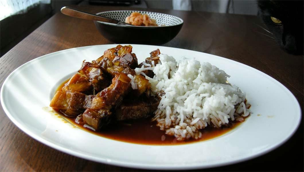 Pork Belly mit Wunderöl-Sauce und Kimchi