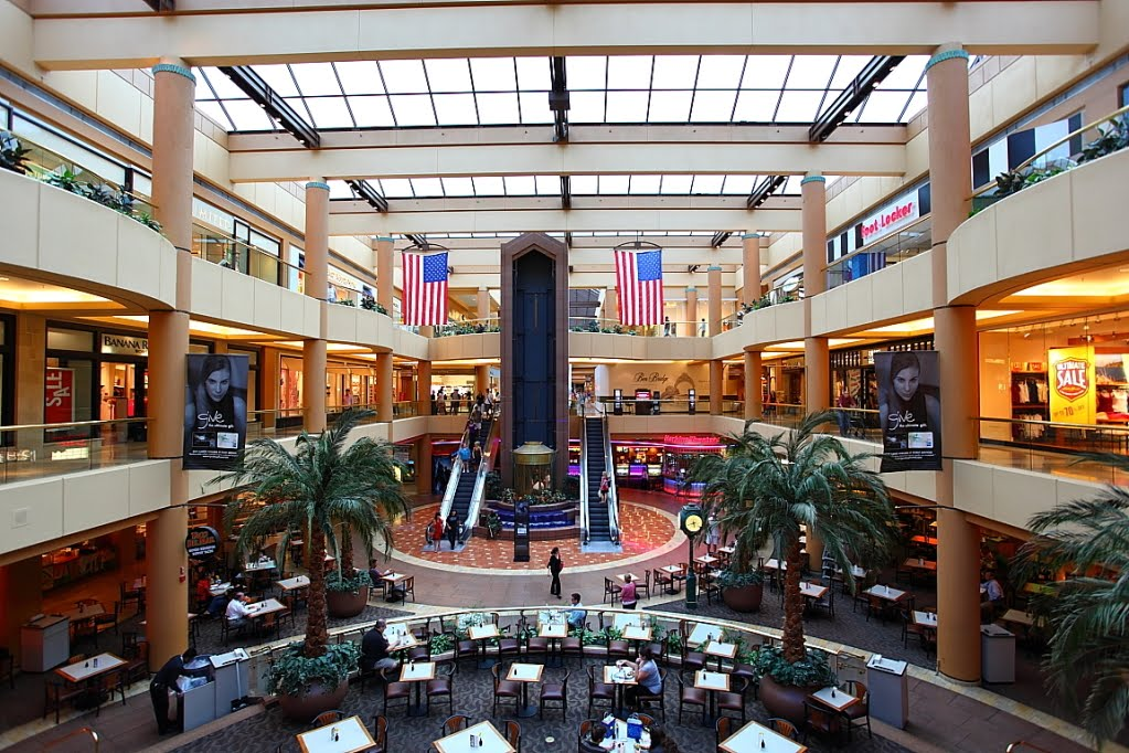 Metrocenter Mall, a premier shopping center in Phoenix, AZ is home to authentic fashion brands making it the perfect shopping destination for locals and visitors alike.