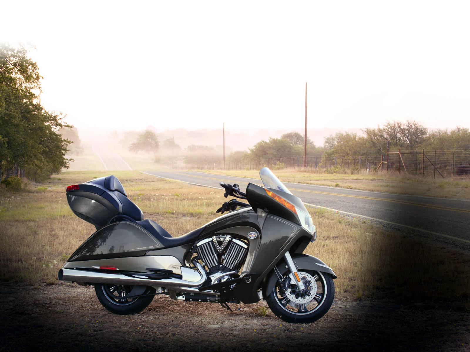 http://2.bp.blogspot.com/-igs42fOVX84/TwwBltEG3gI/AAAAAAAAGYs/ZbfaLxNalkc/s1600/2012_Victory-Vision-Tour_motorcycle-desktop-wallpaper_2.jpg