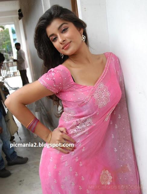 madhurima hot unseen sexy cleavage