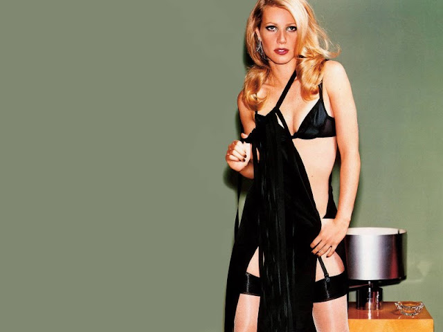 Gwyneth Paltrow sexy in black lingerie