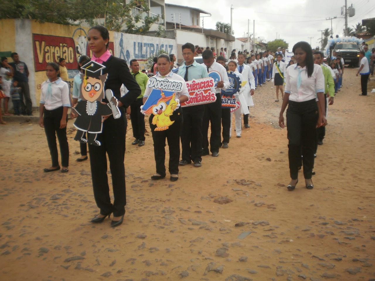 ... cada membro funcionário da escola na contribuição da sua parte social 1409b0ed0d00e