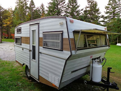 Campy Canadians: Finally! We bought a little vintage trailer!