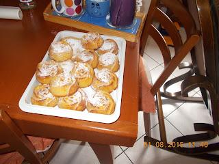 tortini alle pesche- biscotti  di frolla con ricotta e cioccolato -trecce dolci  con cioccolato - ceeschake freddo con formaggio fresco spalmabile e cioccolato