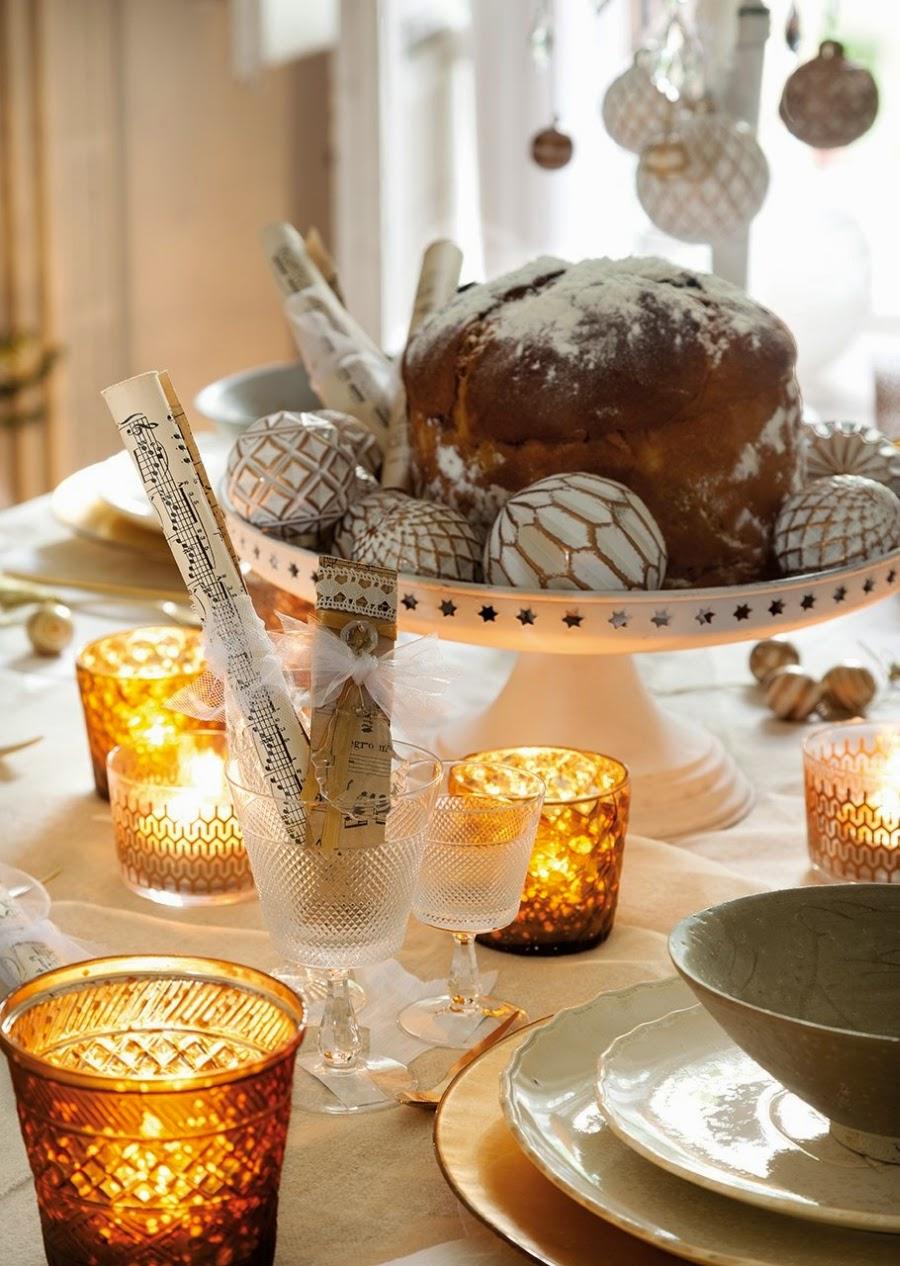 wystrój wnętrz, home decor, wnętrza, styl francuski, urządzanie mieszkania, Boże Narodzenie, Święta, zima, ozdoby świąteczne, styl francuski, białe wnętrza, biel, styl skandynawski, złote akcenty, choinka, jadalnia