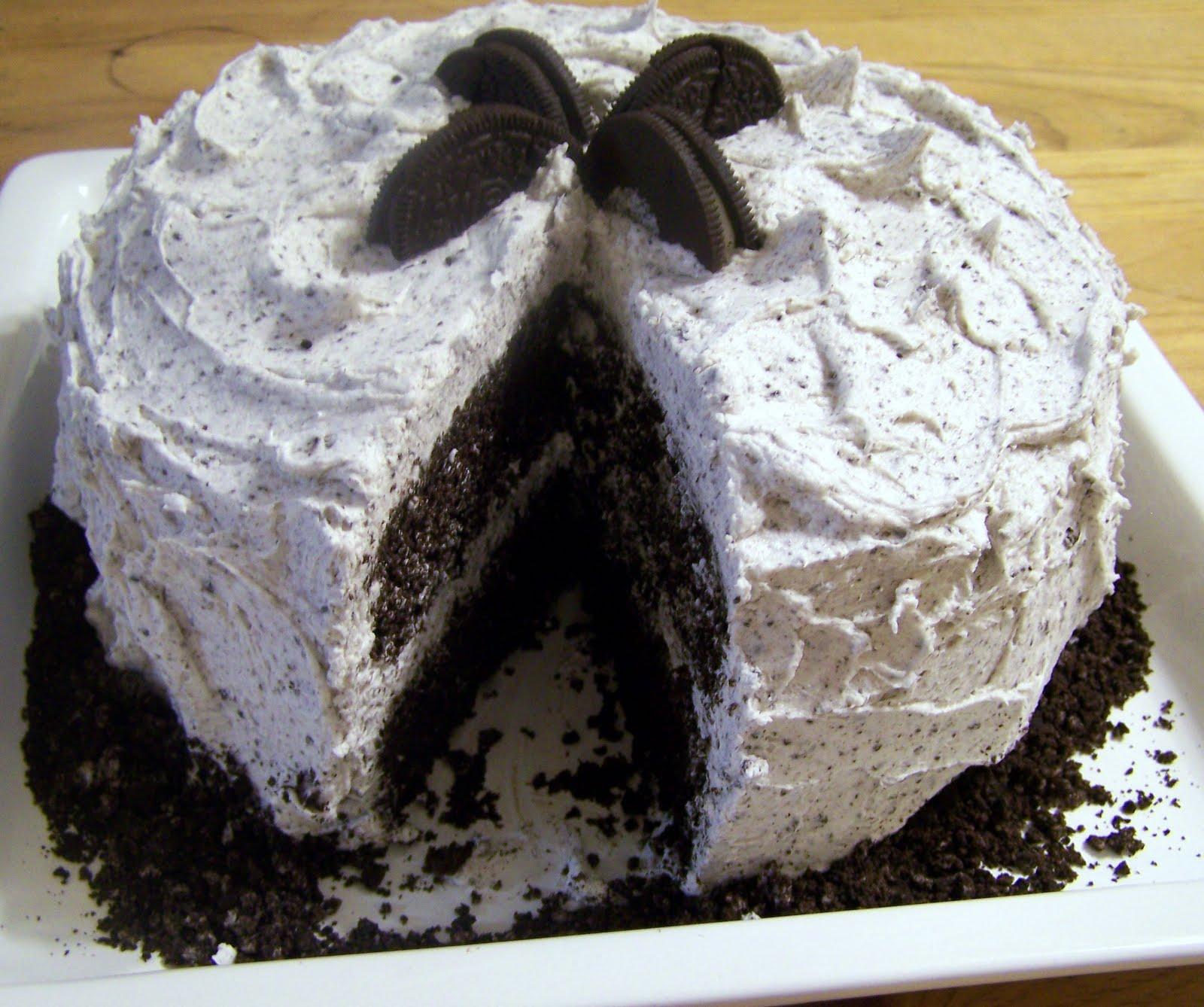 TheKitchenCookie: Moist Dark Chocolate Layer Cake w/Oreo Buttercream