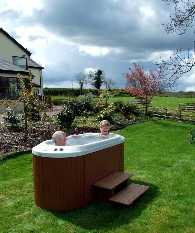 Hot Tub Reviews And Information For You Outdoor Hot Tub