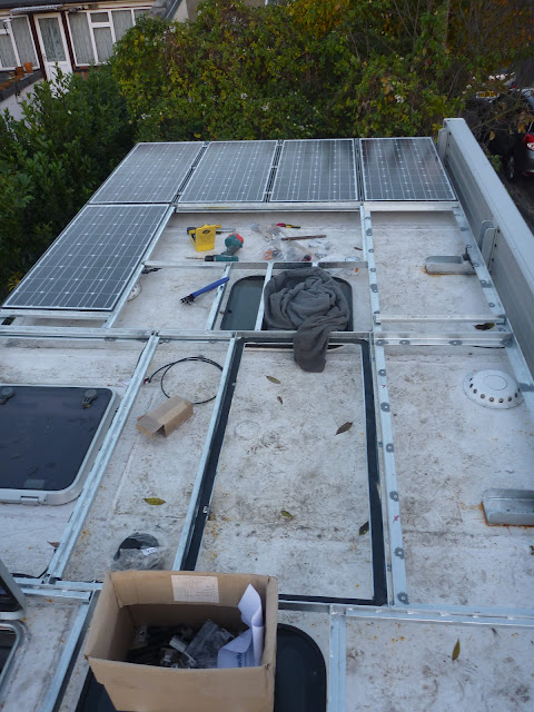 5 BLD Solar 100w solar panels installed on the Brownchurch roof rack