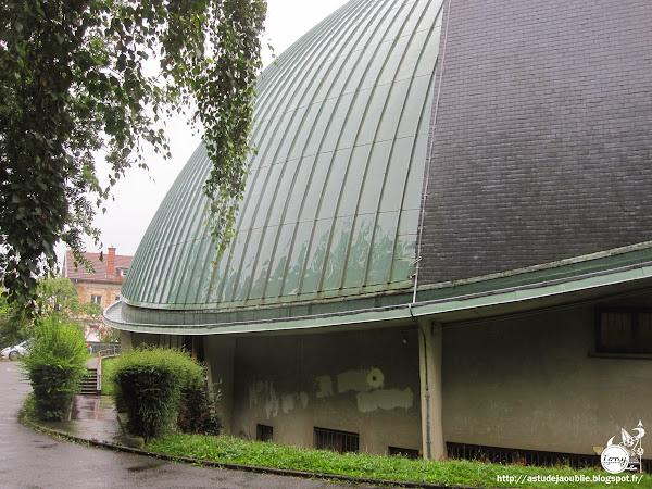Viroflay - Église Notre-Dame-du-Chêne  Architectes: L. Sainsaulieu , T. Sainsaulieu (Frères)  Ingénieur: Robert Lourdin  Construction: 1960 - 1966