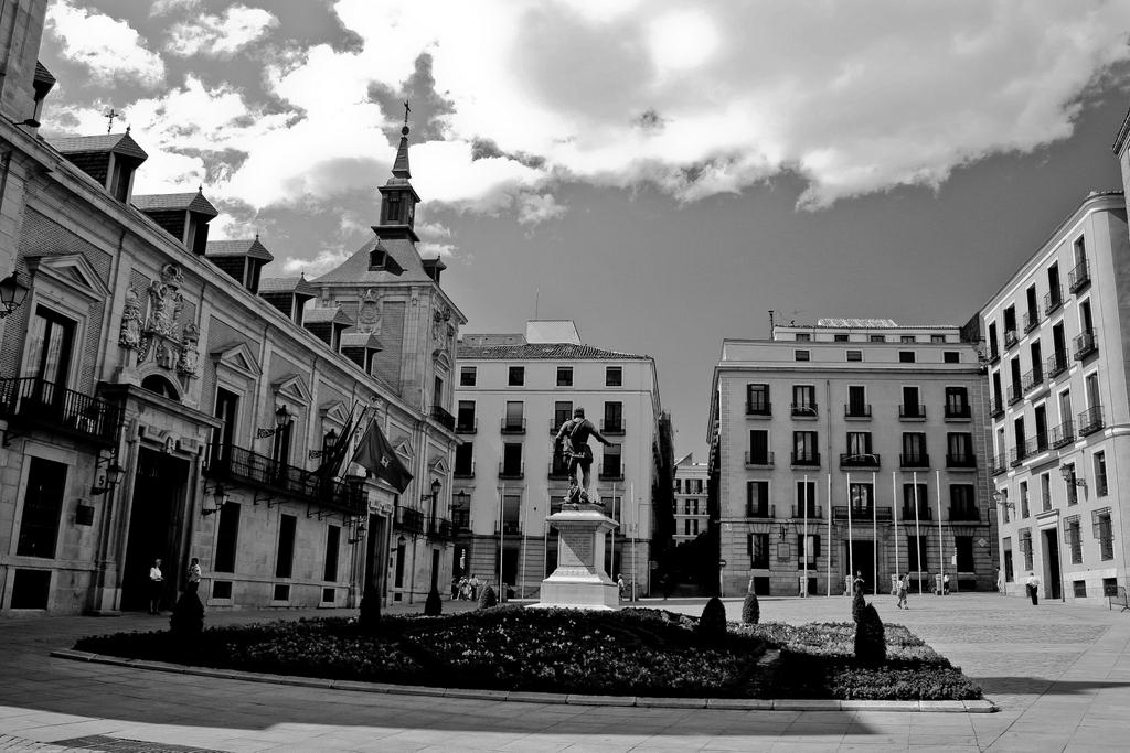 Plaza de la Villa (Madrid, España), by Guillermo Aldaya / AldayaPhoto