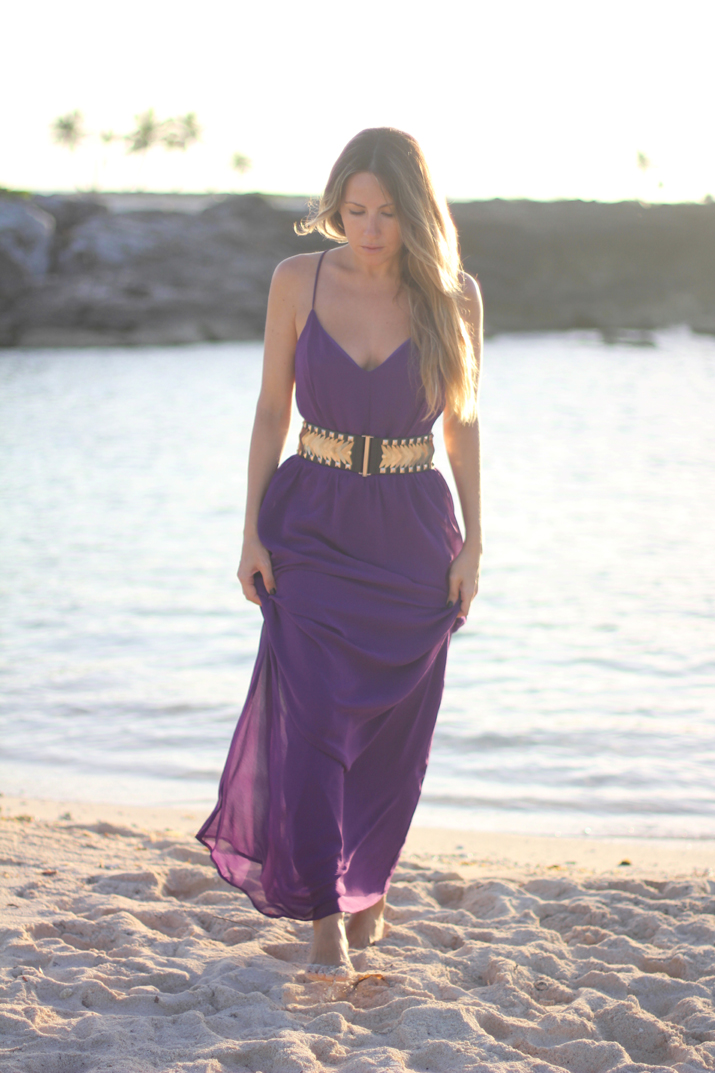 Fashion blogger Mónica Sors wearing purple backless long dress