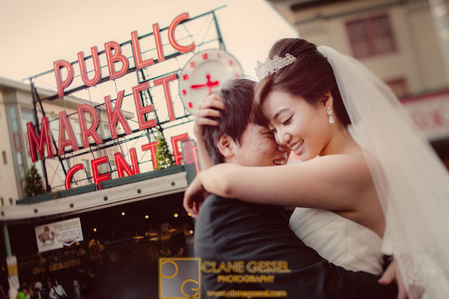 wedding photography at the Seattle Pike Place Market