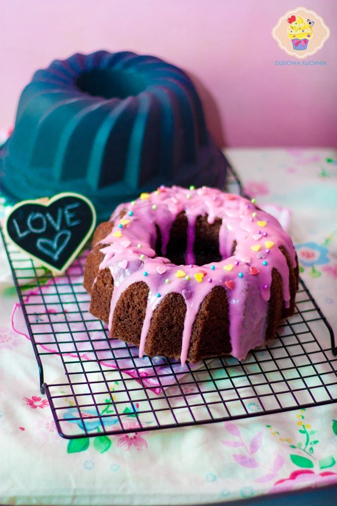 babka z sercem, ciasto na walentynki, walentynkowe ciasto, ciasto w środku z sercem, babka z sercem na walentynki, love cake, cake with heart inside