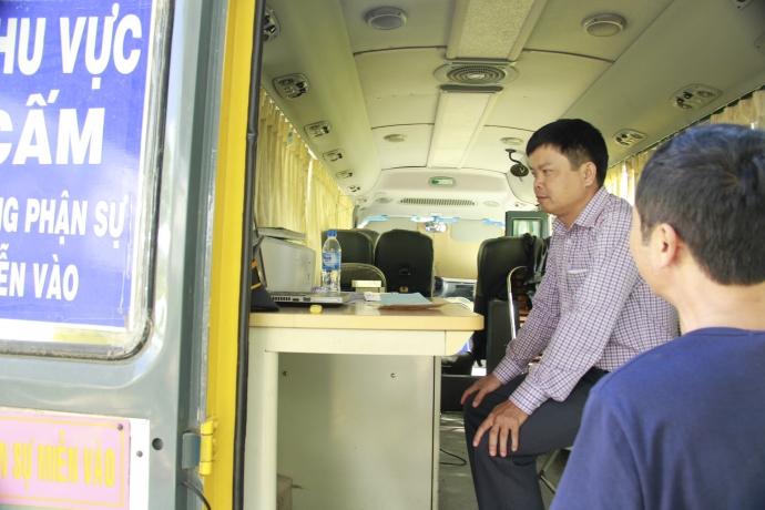 """Gia Lai: Giám đốc Sở trực tiếp """"xuống đường"""" bắt xe quá tải"""
