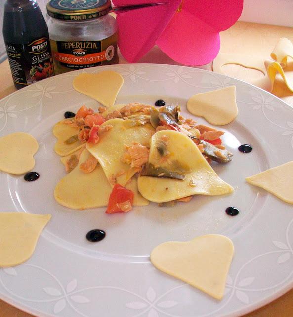 cuori di sfoglia con carciofi, salmone e glassa di aceto balsamico