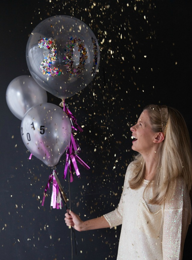 New Years Eve Confetti Balloons - you can customize these to spell anything! || www.designimprovised.com