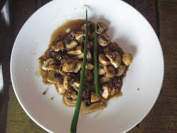 STIR FRY MUSHROOMS IN LEMON OYSTER SAUCE