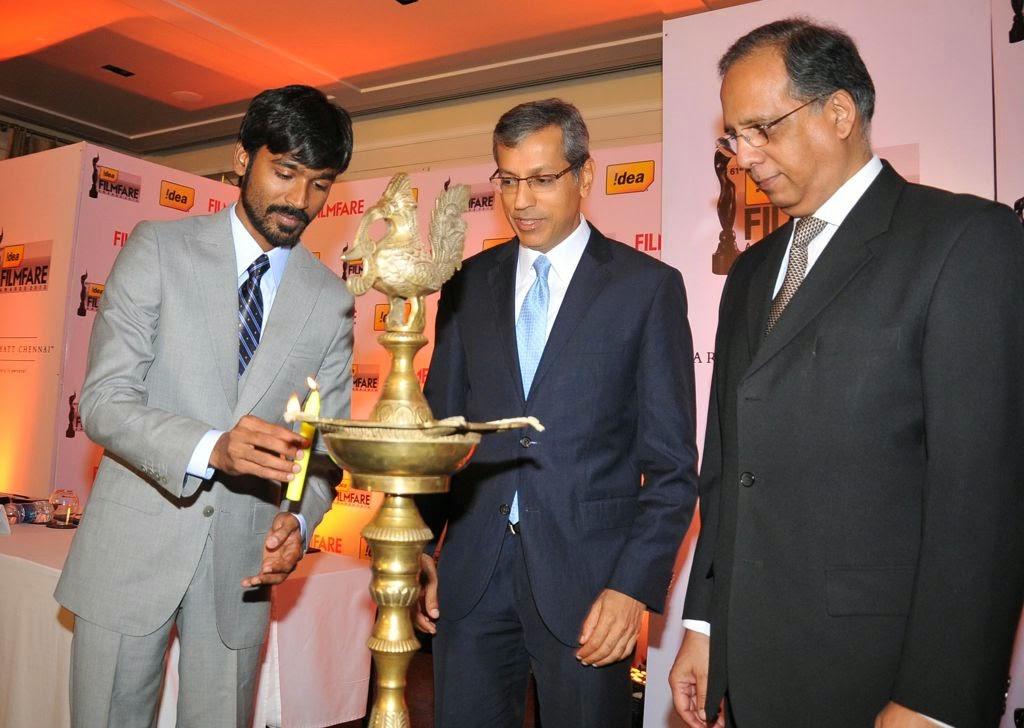 Dhanush at Idea film fare awards-HQ-Photo-14