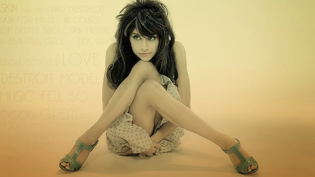 Brittany Murphy HD Wallpaper
