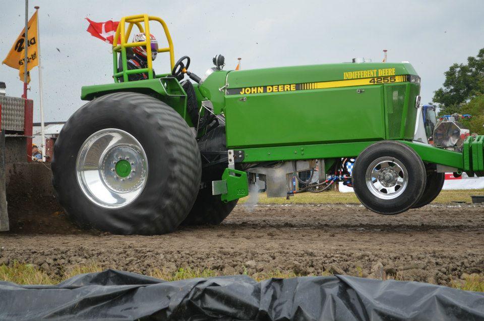 Tractor Pulling News - Pullingworld.com: Indifferent Deere ...