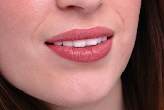 cara membuat bibir merah merona