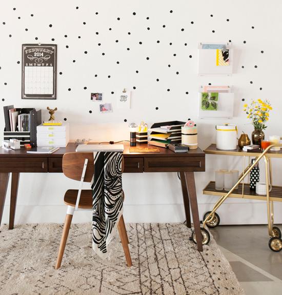 espacio trabajo en casa blanco y negro