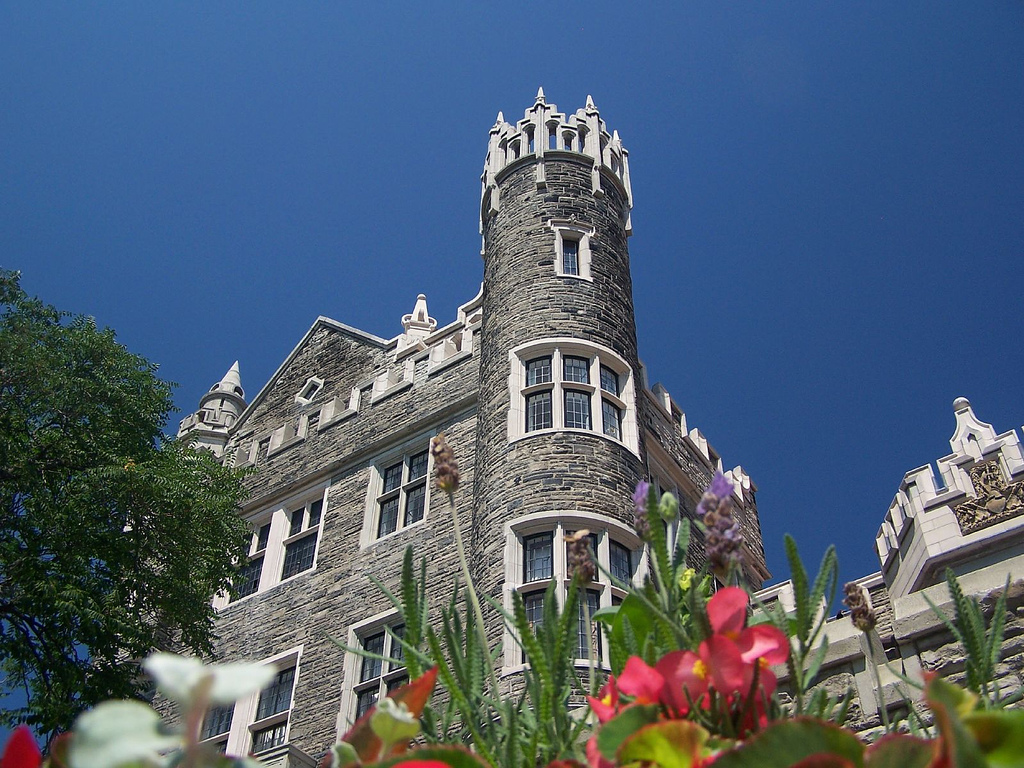Travel places and tours and travels hotels for traveling for Casa loma mansion toronto