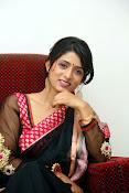 Nidhi Natuiyal Glamorous Photos in Saree-thumbnail-18