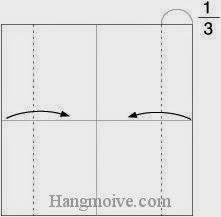 Bước 2: Gấp hai cạnh giấy vào trong.