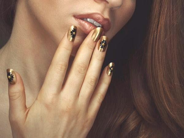 Prom night nail art design and ideashttpnails sidespot some exciting colors to do nail art design for prom are silver red pink and gold lets see how you can look stunning using these colors for your nail art prinsesfo Image collections