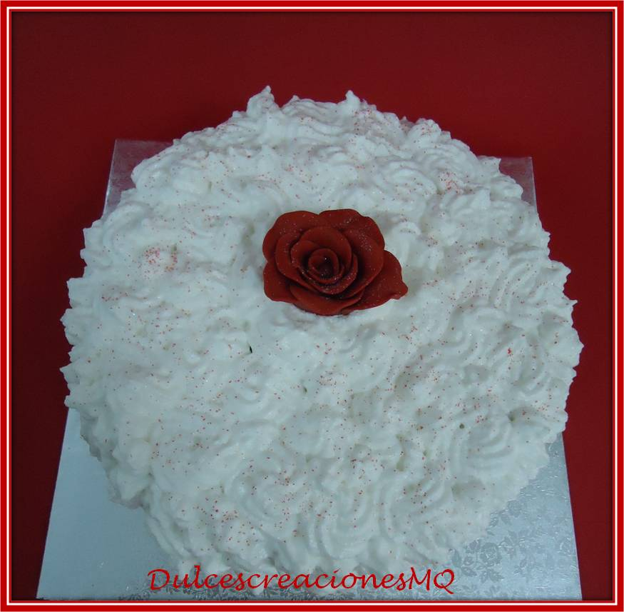 Tarta Pastel Sant Jordi Rosa Roja bizcocho Chocolate Victoria Sponge Cake Buttercream Fresa Merengue Italiano Amor Aniversario Mujer Femenino