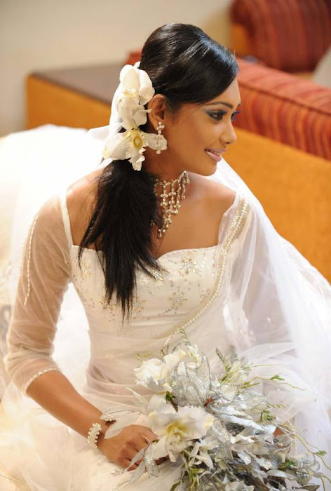 yureni noshika in sri lankan country bridal dress hot images