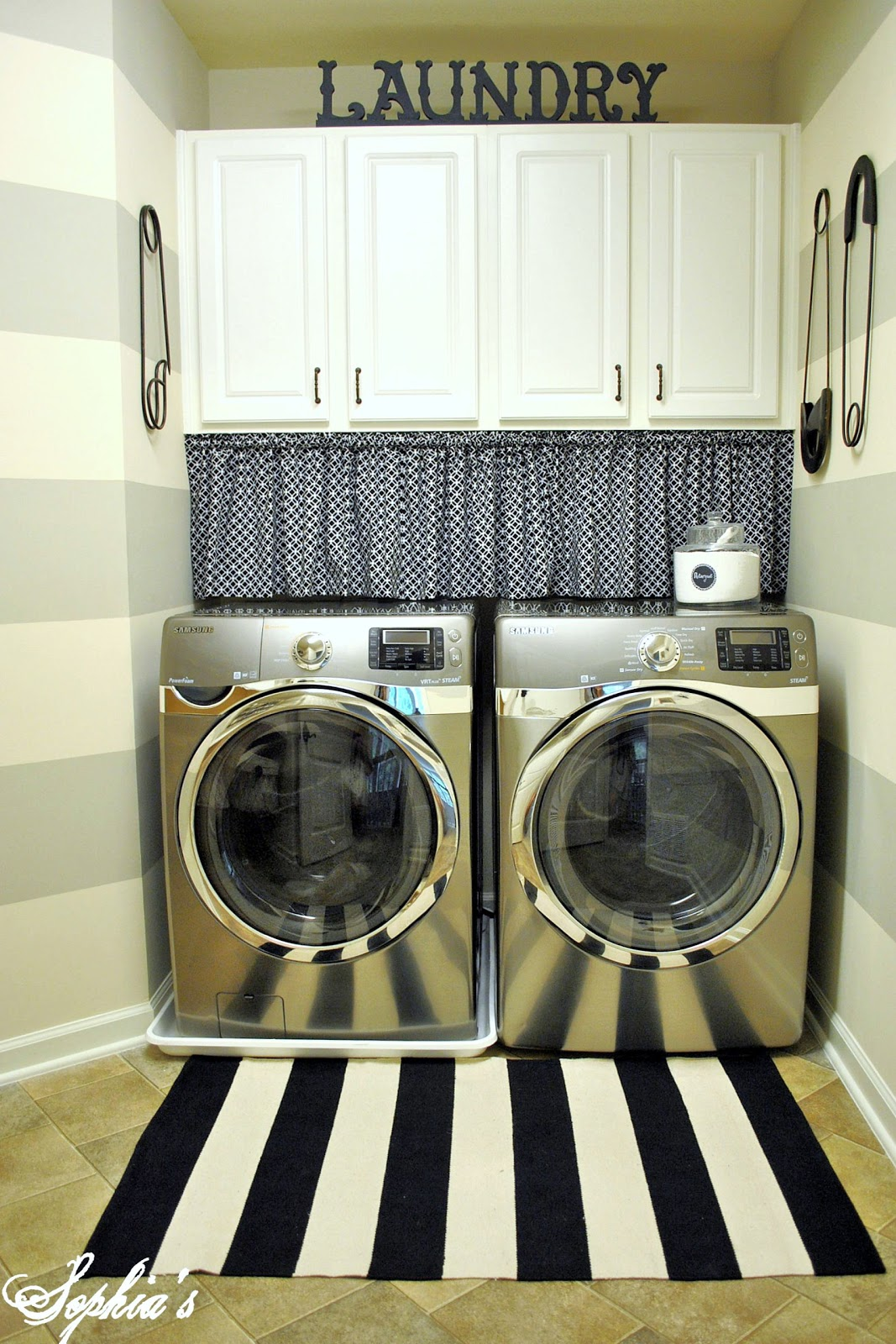 Vintage-Inspired Laundry Room