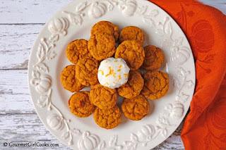 almond-flour-pumpkin-muffins