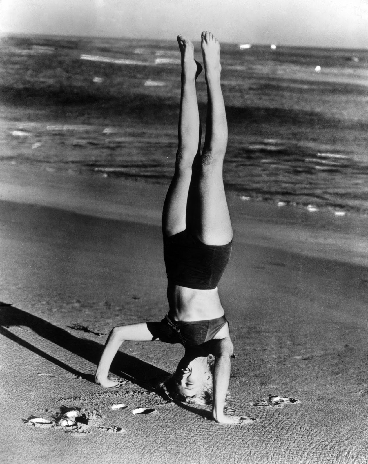 http://2.bp.blogspot.com/-ilXvvgWrF8E/UTICTmKk_hI/AAAAAAACeBY/wXvKT5ljYEg/s1600/Marilyn+Monroe,+1952.jpg