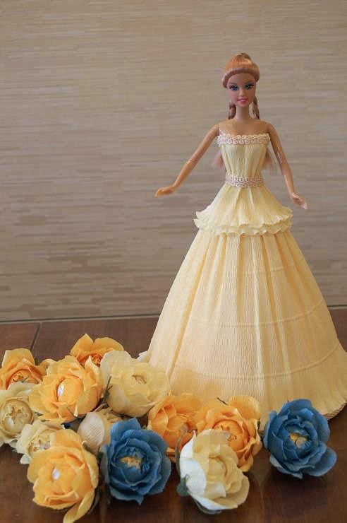 Кукла в платье из конфет своими руками