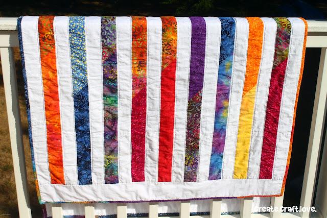 Island Beach Quilt via createcraftlove.com #quilting #sassypacks