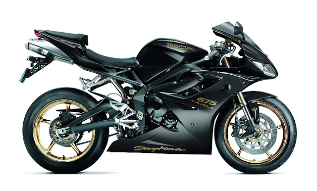 2012-Triumph-Daytona-675-Triple-Phantom-Black