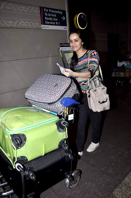 Shraddha Kapoor leaves for Cape Town for AASHIQUI 2 shoot